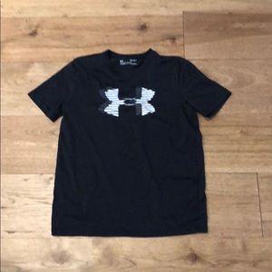 Boys black Under Armor t-shirt sz L